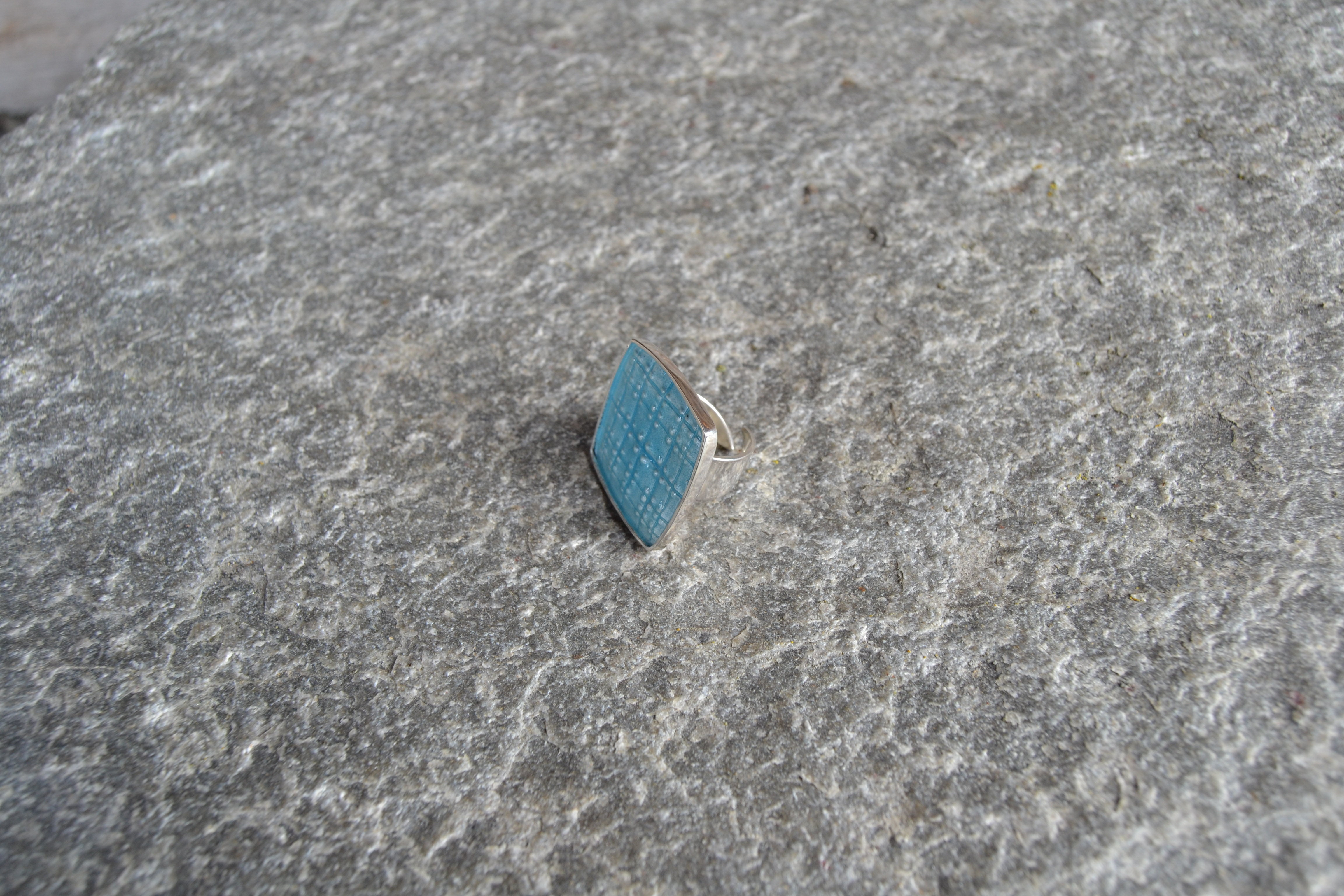 Livd (kule) lyseblå emaljert, ring i 925 sølv
