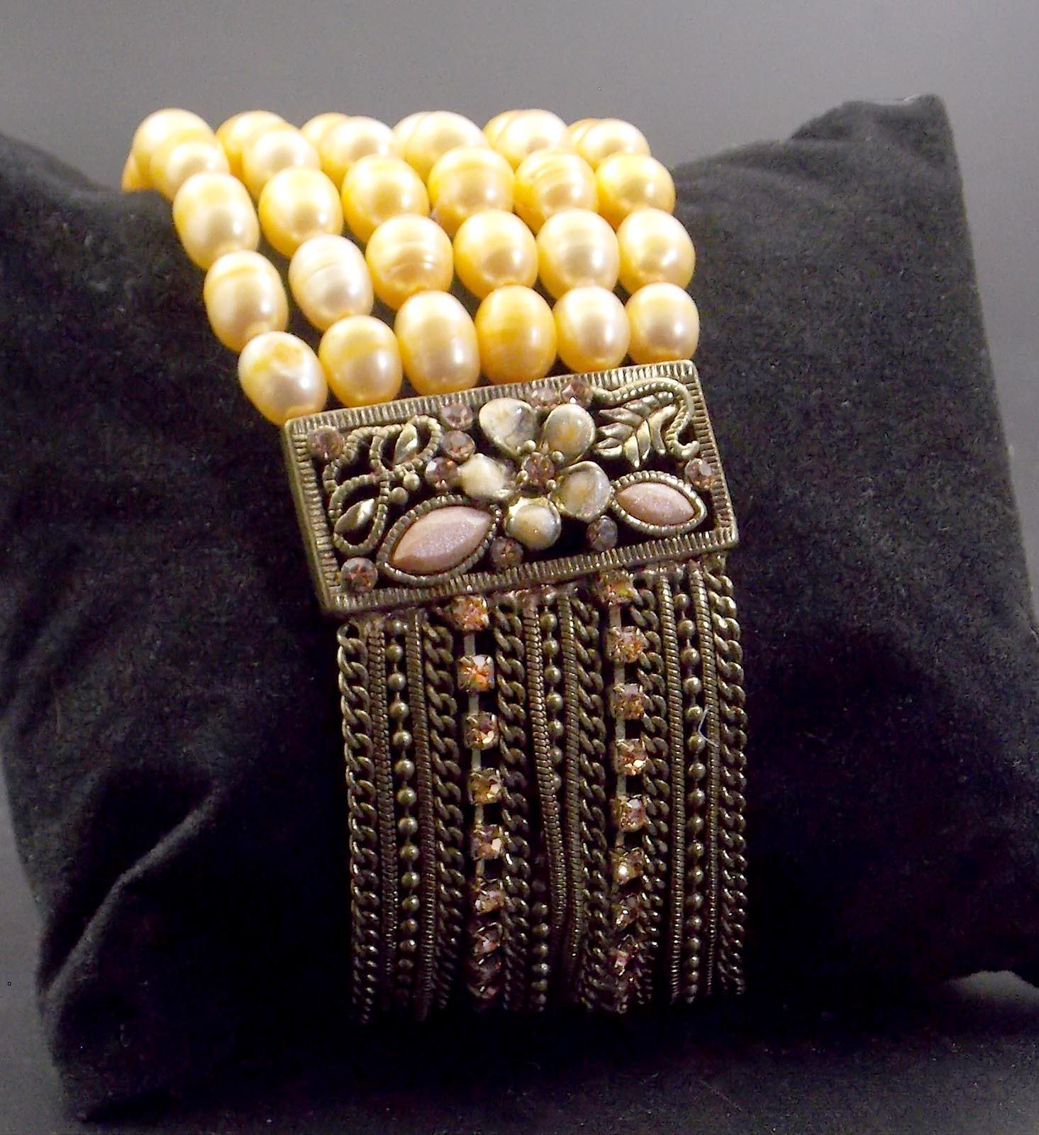 Beautiful Beaded Faux Pearl Bracelet 00045