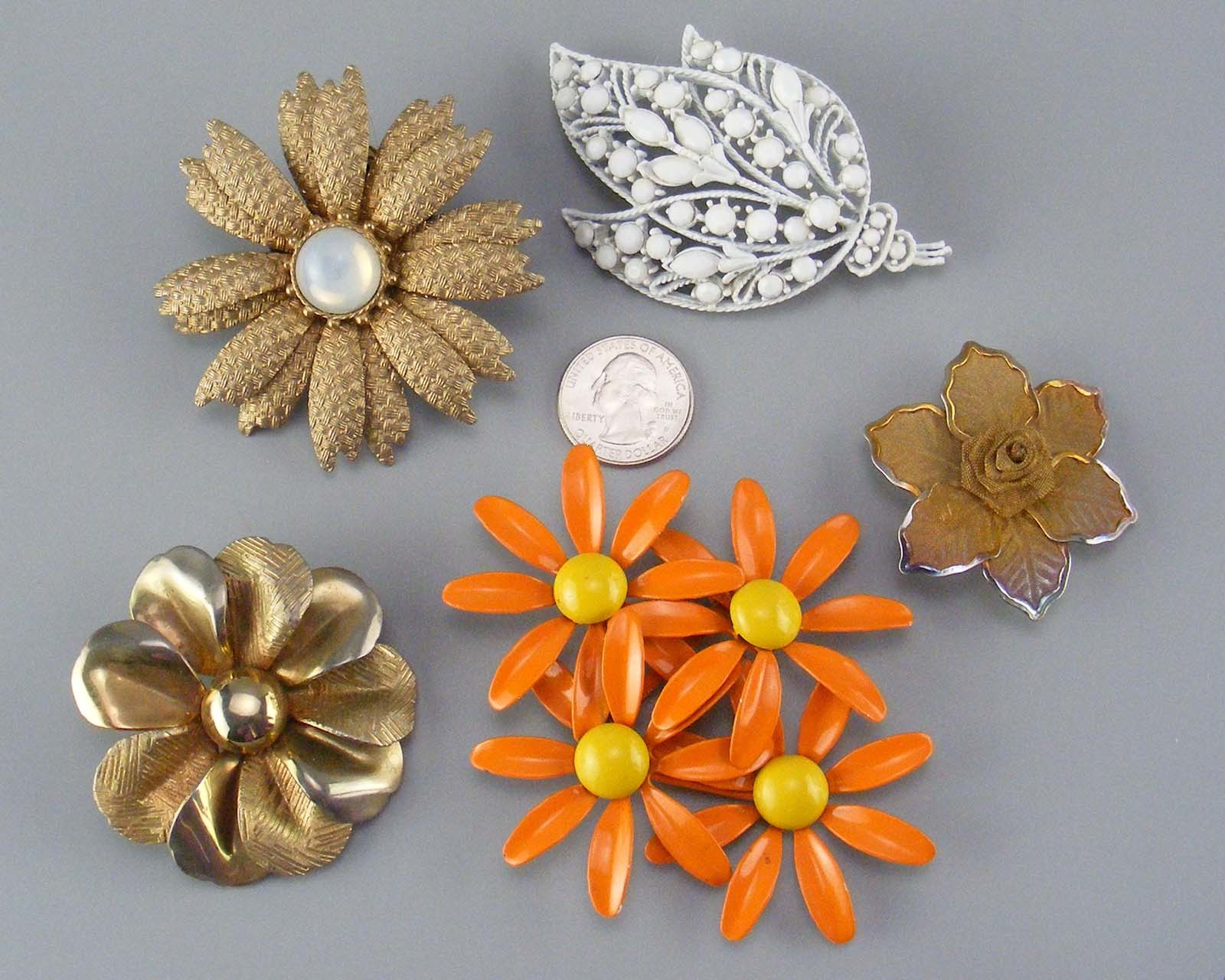 Lot of 11 brooches, 1 pendant, and two pair of earrings
