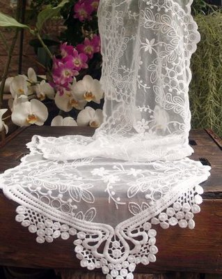 White Lace Table Runner, 12