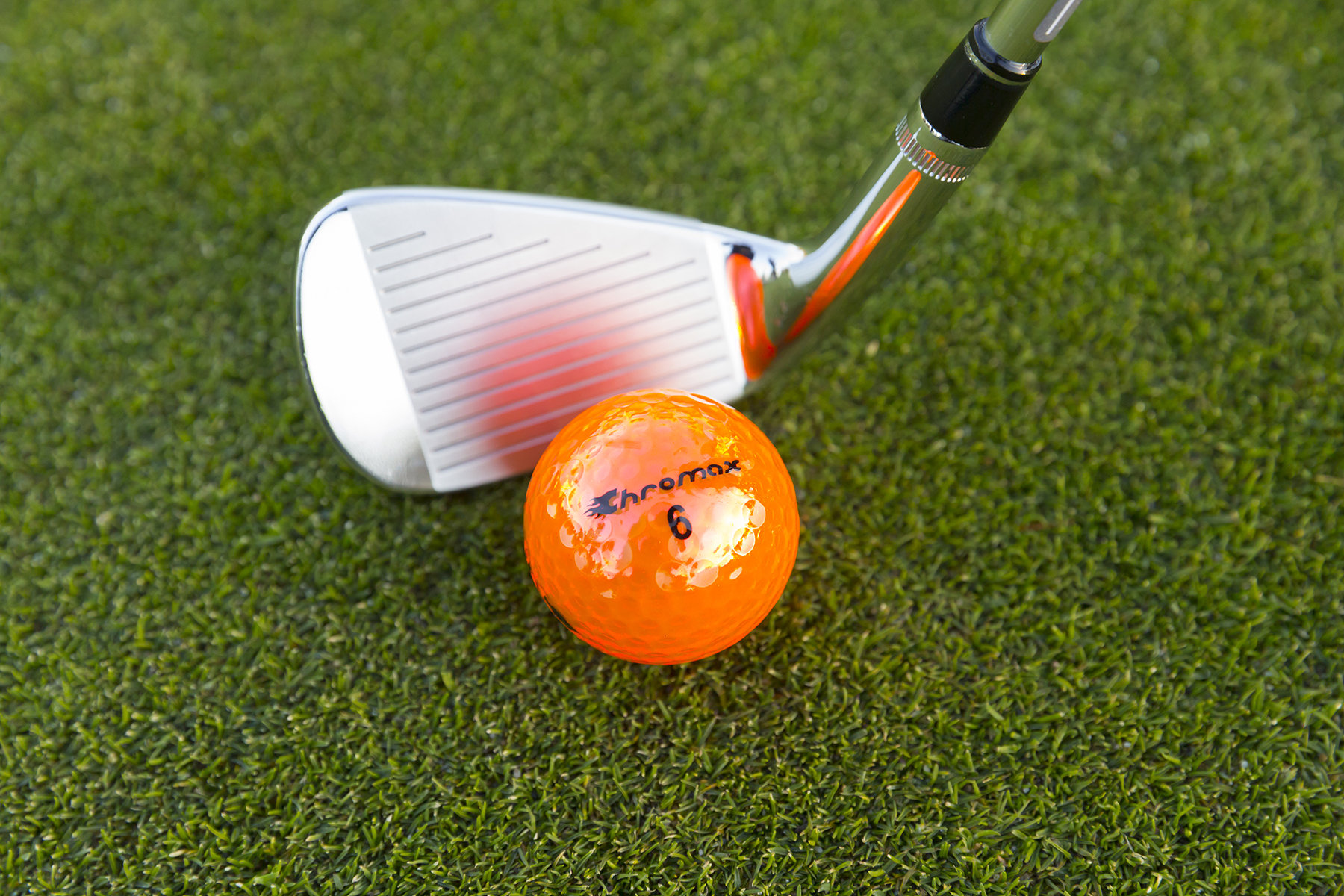 Chromax orange golf ball M5 with wedge