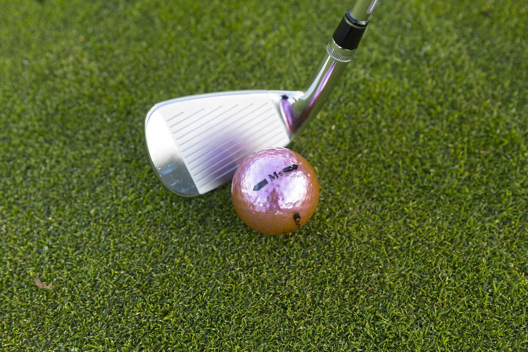 Chromax purple golf ball M5 with wedge