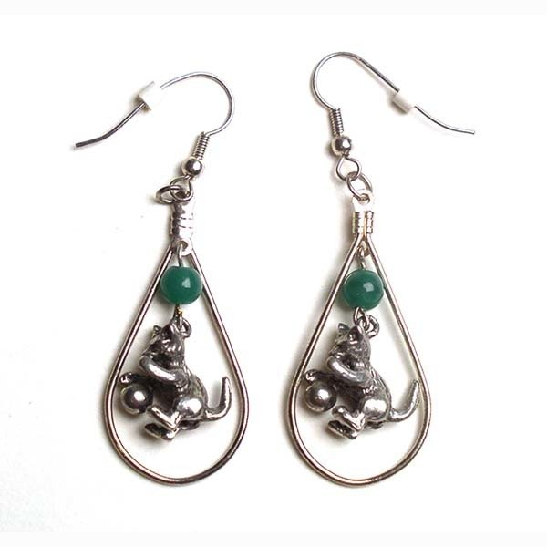 Earrings: Playful Kitty