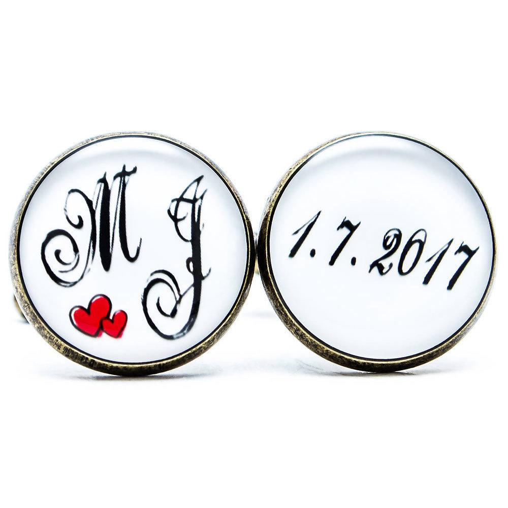 Monogram so srdiečkami a dátumom